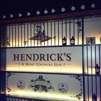 Foto tomada en Ultramarinos Hendrick's Bar por Jennifer R. el 10/23/2012