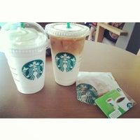 Das Foto wurde bei Starbucks von Rheno G. am 10/19/2013 aufgenommen