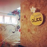รูปภาพถ่ายที่ Hostel Alice โดย Erika Marques - B. เมื่อ 6/30/2013