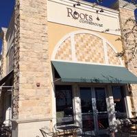 Foto tirada no(a) Roots Coffeehouse por Kaye O. em 8/1/2016