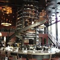 10/18/2012 tarihinde Daniel K.ziyaretçi tarafından Purple Café & Wine Bar'de çekilen fotoğraf