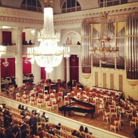 Photo prise au Grand Hall of St Petersburg Philharmonia par Gu N. le10/20/2012