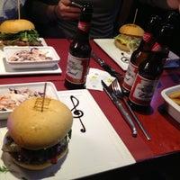 รูปภาพถ่ายที่ The Huggy's Bar โดย Mike V. เมื่อ 1/18/2013