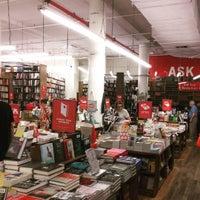 Foto tomada en Strand Bookstore por Tom M. el 8/19/2015
