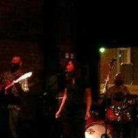 รูปภาพถ่ายที่ Green Room Athens โดย Robert C. เมื่อ 5/23/2013
