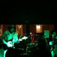รูปภาพถ่ายที่ Green Room Athens โดย Robert C. เมื่อ 3/10/2013