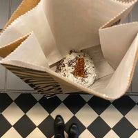 รูปภาพถ่ายที่ Crosstown Doughnuts & Coffee โดย Ayat⚖️ เมื่อ 1/10/2020