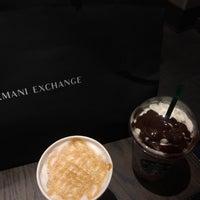 Снимок сделан в Starbucks пользователем Antonio A. 9/23/2018