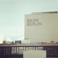 Foto tirada no(a) Bikini Berlin por Sai P. em 9/22/2013