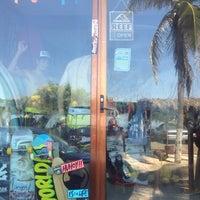 Foto diambil di Bonfil Surf Shop oleh El Rho pada 7/4/2015