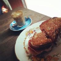 1/21/2013 tarihinde jess w.ziyaretçi tarafından Cabrito Coffee Traders'de çekilen fotoğraf
