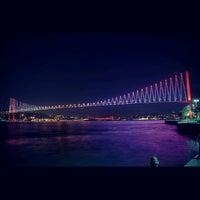 Photo prise au Boğaziçi Köprüsü par Özgür Ö. le10/28/2012