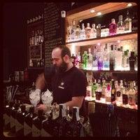Foto tomada en Ultramarinos Hendrick's Bar por Soravit L. el 11/21/2012