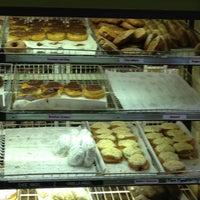 Das Foto wurde bei Sweetwater's Donut Mill von Tim L. am 8/12/2013 aufgenommen