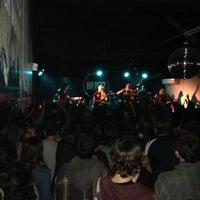 Foto tomada en Bluzz Live por Martín A. el 5/12/2013