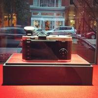 Снимок сделан в Leica Store пользователем Norel G. 11/3/2012