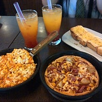 Photo prise au Pizza Hut par Chintia H. le8/21/2014