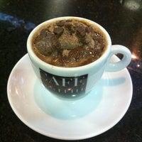 Foto tirada no(a) Café Com Leite por Alex C. em 1/17/2013