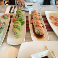 Снимок сделан в Senz Nikkei Restaurant пользователем Karin D. 3/30/2013