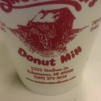 Das Foto wurde bei Sweetwater's Donut Mill von William W. am 4/20/2013 aufgenommen