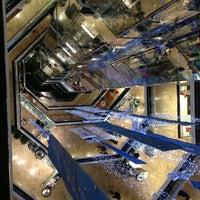 Снимок сделан в Water Tower Place пользователем Joe S. 12/18/2012