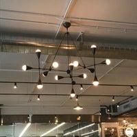 Das Foto wurde bei Revival Food Hall von S H. am 8/31/2017 aufgenommen