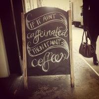 4/8/2013 tarihinde Brigid H.ziyaretçi tarafından Kaffeine'de çekilen fotoğraf