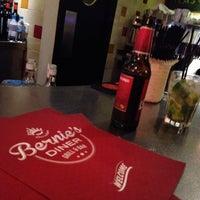 Foto tirada no(a) Bernie's Diner por Rebeca R. em 11/24/2013