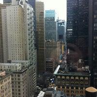 รูปภาพถ่ายที่ Park Central Hotel New York โดย Mike J. เมื่อ 3/12/2013