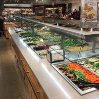 Das Foto wurde bei Whole Foods Market von  Frank S. am 12/20/2015 aufgenommen