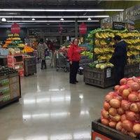 Das Foto wurde bei Whole Foods Market von  Frank S. am 12/21/2015 aufgenommen