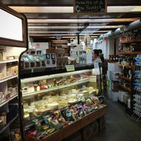 3/19/2013 tarihinde Mike H.ziyaretçi tarafından Larchmont Village Wine & Cheese'de çekilen fotoğraf