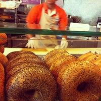 Foto diambil di Au Bon Pain oleh Jude A. pada 10/10/2012