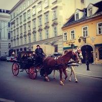 รูปภาพถ่ายที่ Mariahilfer Straße โดย Y_yula เมื่อ 3/5/2013