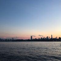 Das Foto wurde bei Brooklyn Barge von Nick M. am 9/3/2018 aufgenommen