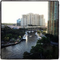 Foto diambil di Riverside Hotel oleh Nick M. pada 11/17/2012