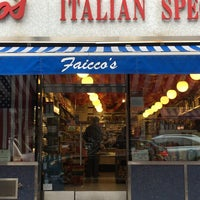 Foto tomada en Faicco's Italian Specialties por Peter H. el 11/16/2014
