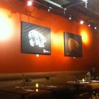 Foto tirada no(a) Elements Urban Tapas Lounge por LH em 12/6/2012
