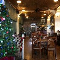 Foto tirada no(a) Ma Rouge Coffee House por Anna M. em 12/16/2014