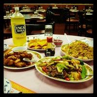10/27/2012 tarihinde Anson Touziyaretçi tarafından Chifa Du Kang Chinese Peruvian Restaurant'de çekilen fotoğraf