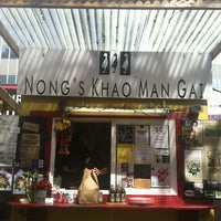 Foto tomada en Nong's Khao Man Gai por Priscilla P. el 4/2/2013