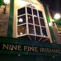 Das Foto wurde bei Nine Fine Irishmen von Matthew K. am 6/24/2013 aufgenommen