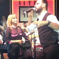 Foto tirada no(a) Vitrin Club por Gül Y. em 4/8/2013