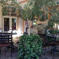 Foto tirada no(a) Cafe Flora por William C. em 7/23/2013