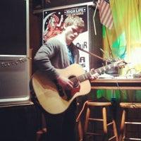 Das Foto wurde bei Bobby's Idle Hour Tavern von 1680PR am 11/29/2012 aufgenommen