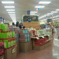Снимок сделан в Trader Joe's пользователем Michael W. 12/14/2012