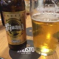 Foto tomada en Mosto Beer House por Cesar E. el 9/19/2014