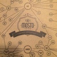 Foto tomada en Mosto Beer House por Cesar E. el 11/24/2014
