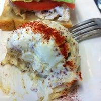 Das Foto wurde bei Upper Crust Pie & Bakery von Fadra N. am 12/15/2011 aufgenommen