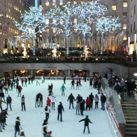 Photo prise au The Rink at Rockefeller Center par Peter F. le12/15/2012